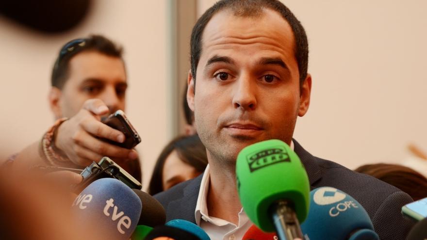 """C's advierte de que si Daniel Ortiz no dimite pondría """"en riesgo"""" su acuerdo de investidura con Cifuentes"""