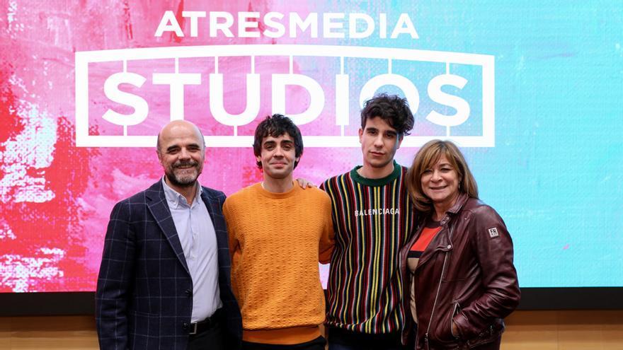 Los Javis sellan un acuerdo de exclusividad con Atresmedia Studios