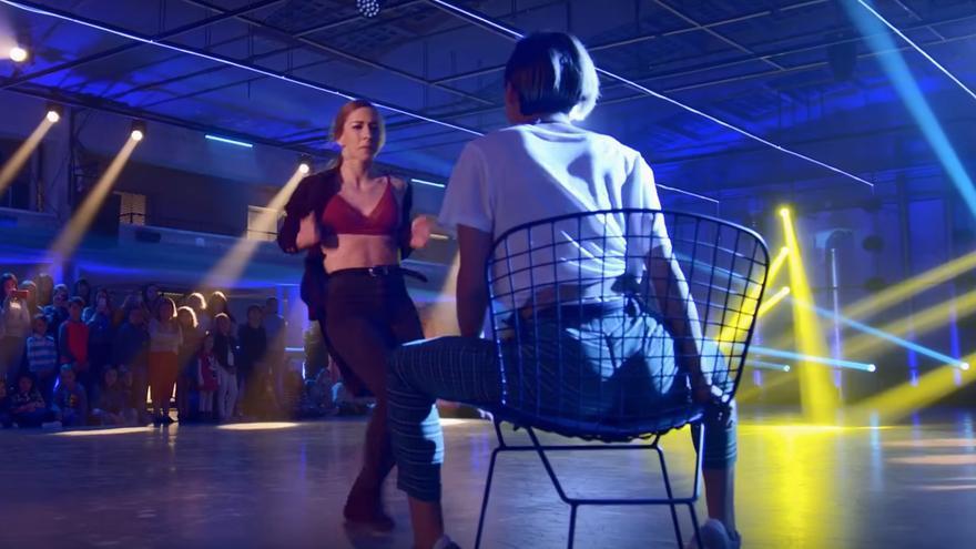 Captura del vídeo en el que Claudia baila a Lucía