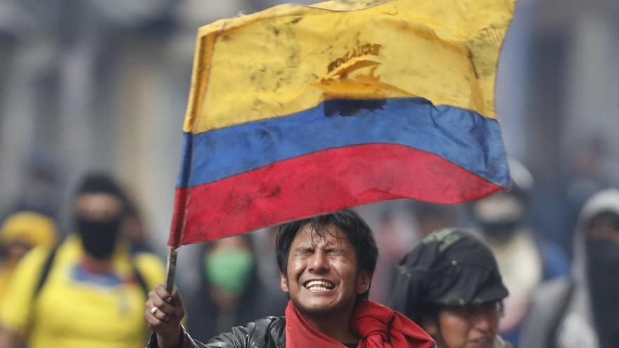 Manifestantes marchan contra las políticas adoptadas por el Gobierno del presidente Lenin Moreno