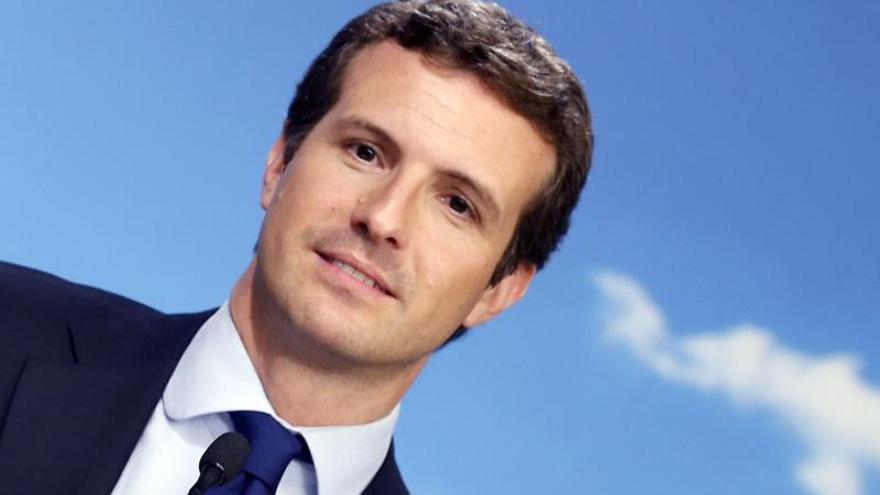 Casado felicita a Sánchez y espera que gobierne sin los independentistas