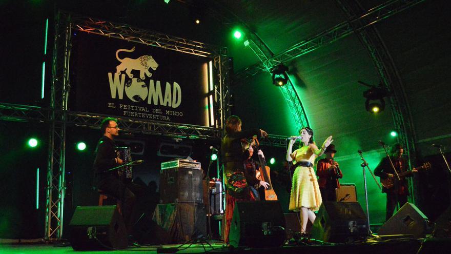 Actuación de Çiğdem Aslan y el grupo She'koyokh en el Womad Fuerteventura 2014 | Iago Otero Paz