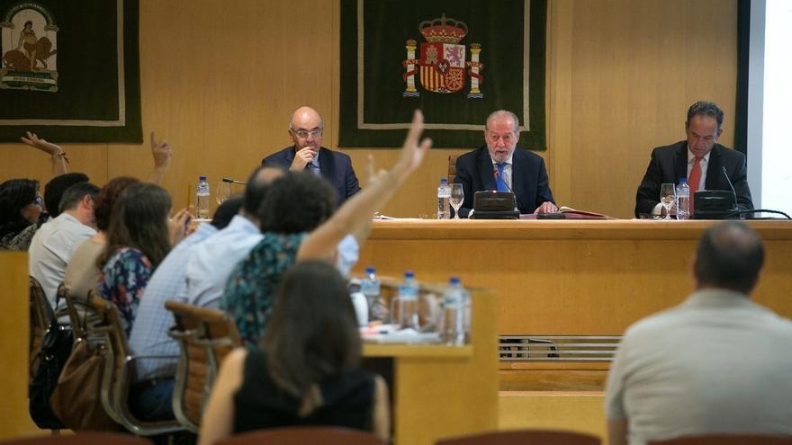 Diputación aprueba un nuevo expediente para retirar la medalla de oro al exministro franquista Utrera Molina