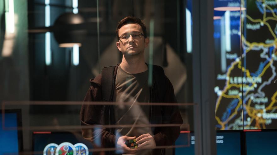Joseph Gordon-Levitt como Edward Snowden en la película de Oliver Stone