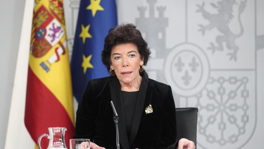 La JEC multa con 2.200 euros a Celaá por hacer electoralismo en las ruedas del Consejo de Ministros