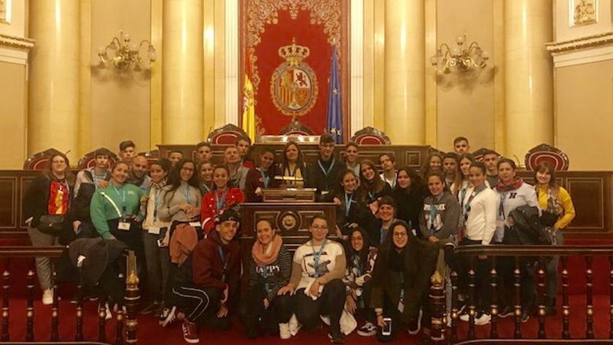 'Foto de familia' del grupo de jóvenes de Gran Canaria en el Congreso de los Diputados.