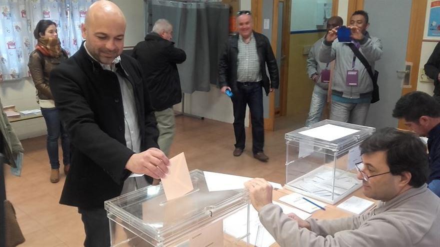 García Molina ejerce su derecho a voto