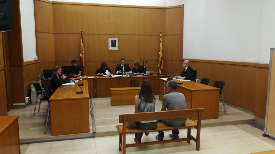 Los dos acusados, en el banquillo durante la sesión de este lunes.
