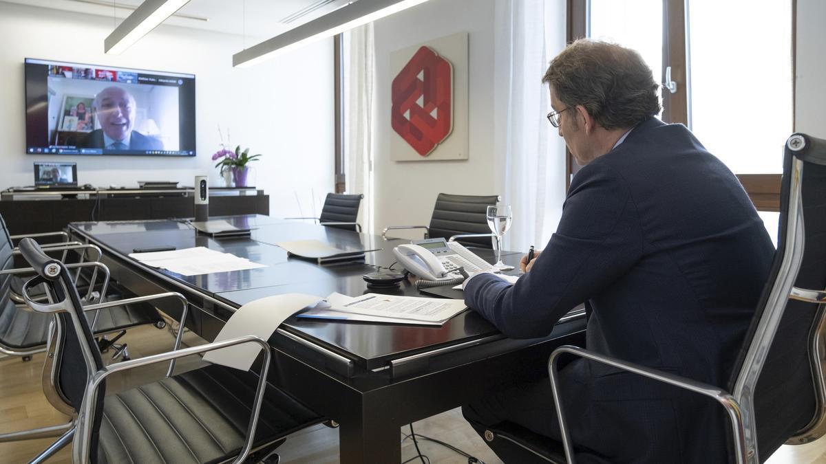 El presidente de la Xunta, Alberto Núñez Feijóo, participa en una conversación online. EFE/XUNTA/David Cabezón