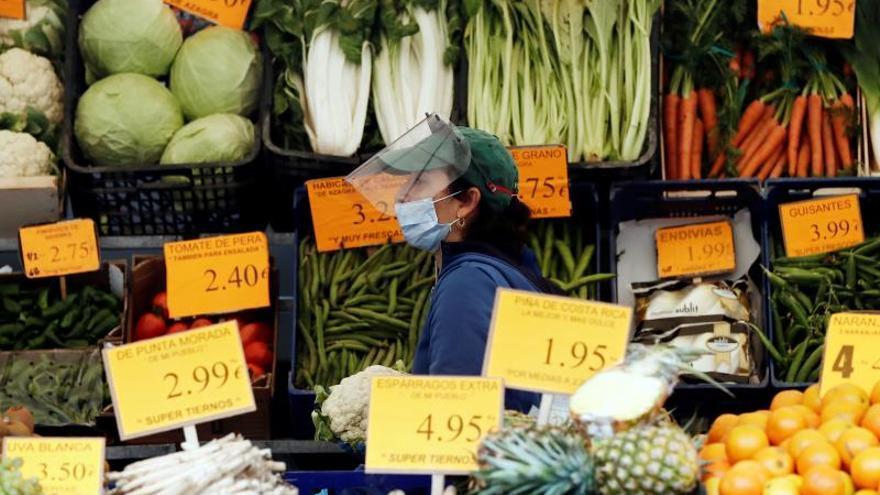 Las ventas del comercio minorista cayeron un 15,3 % en marzo