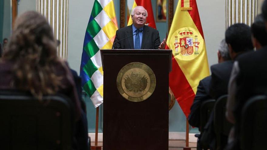 Moratinos afirma que hubo presiones para que España reconociera a Kosovo