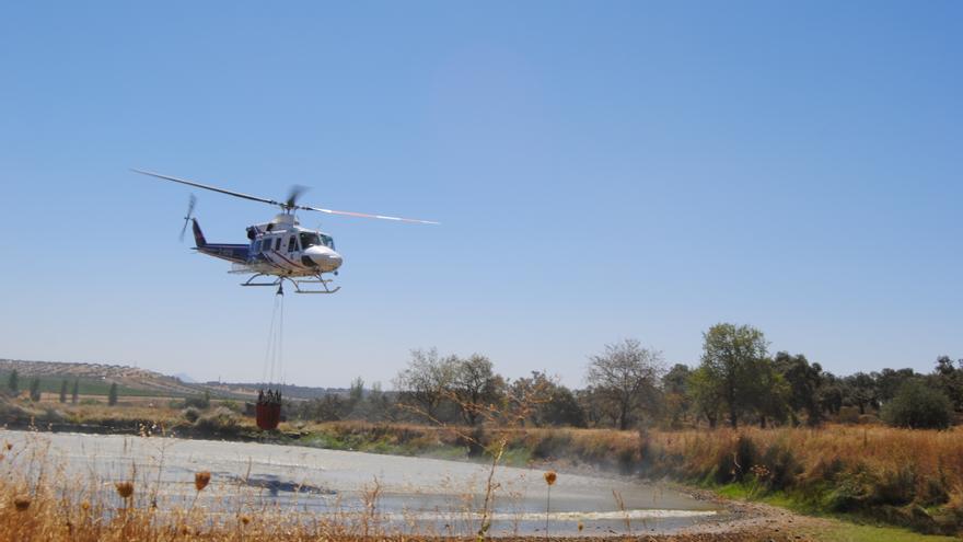 Medios aéreos trabajando en la zona / JCD