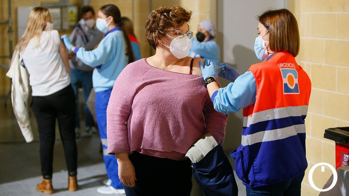 Comienza la vacunación de profesores en el pabellón Vista Alegre