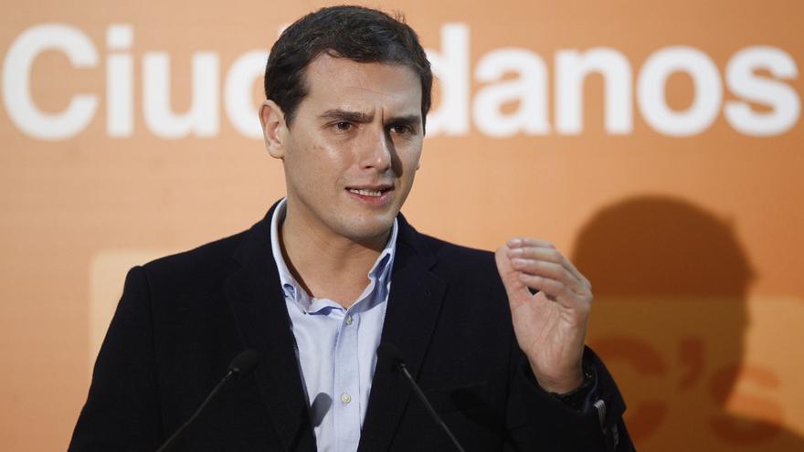 Rivera pide al PP y al PSOE que, si no les gusta la opción de eliminar el Senado, hagan sus propuestas