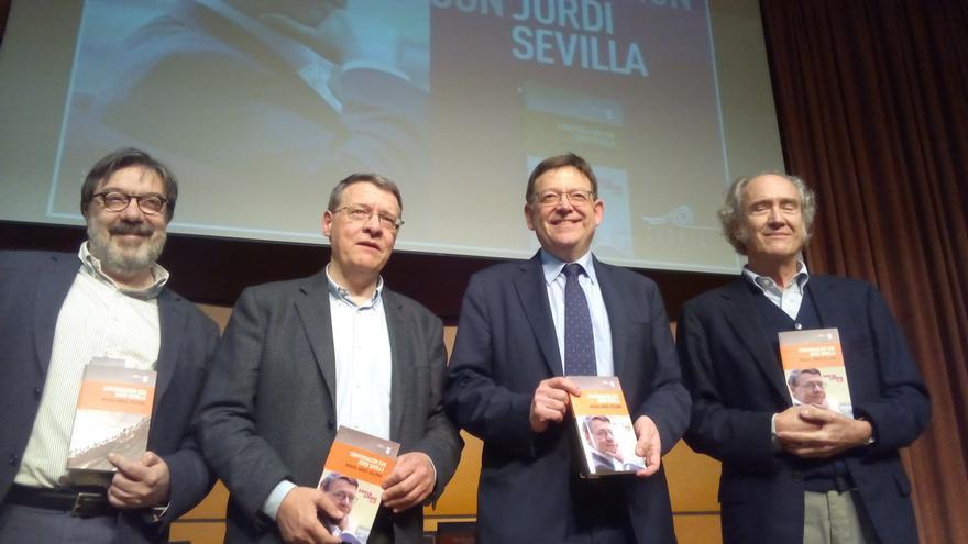 Puig arropa a Sevilla en la presentación de su libro en Valencia