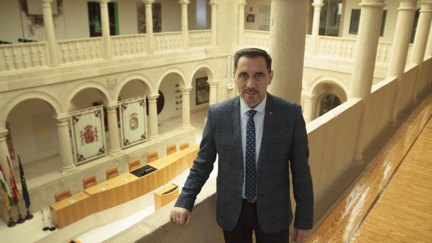 Archivo - El presidente del Parlamento de La Rioja, Jesús María García, posa tras su entrevista con Europa Press, en Logroño /La Rioja (España), a 20 de noviembre de 2019.