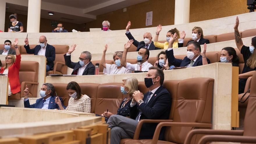 Aprobadas un centenar de propuestas de resolución, muchas para la Cantabria post-COVID
