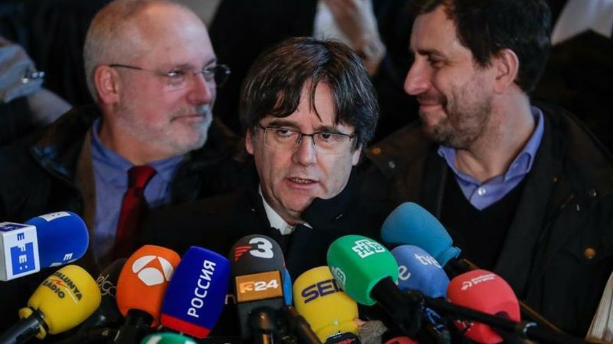 """Puigdemont pide la libertad para Junqueras: """"Aún quedan jueces en Europa"""""""