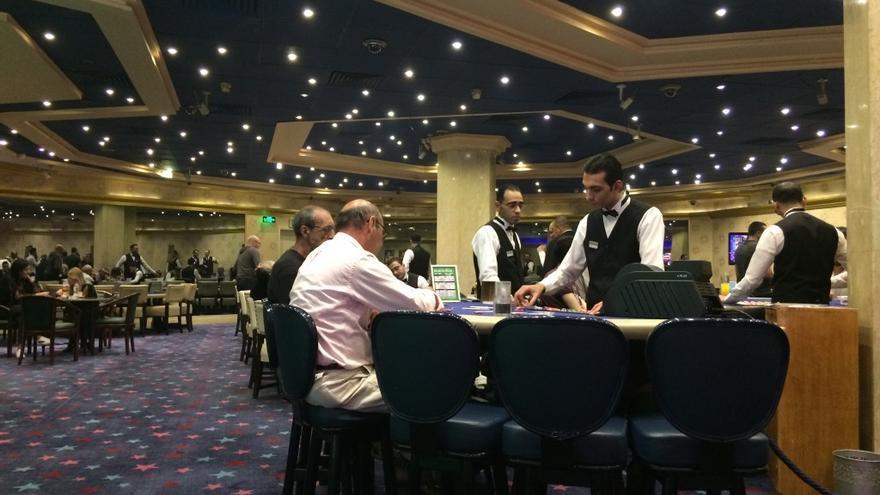 Clientes en el casino Hotel Taba & Nelson Village del Sinaí