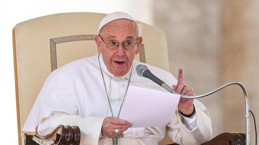 El papa llega a Milán y visita su periferia para reunirse con tres familias