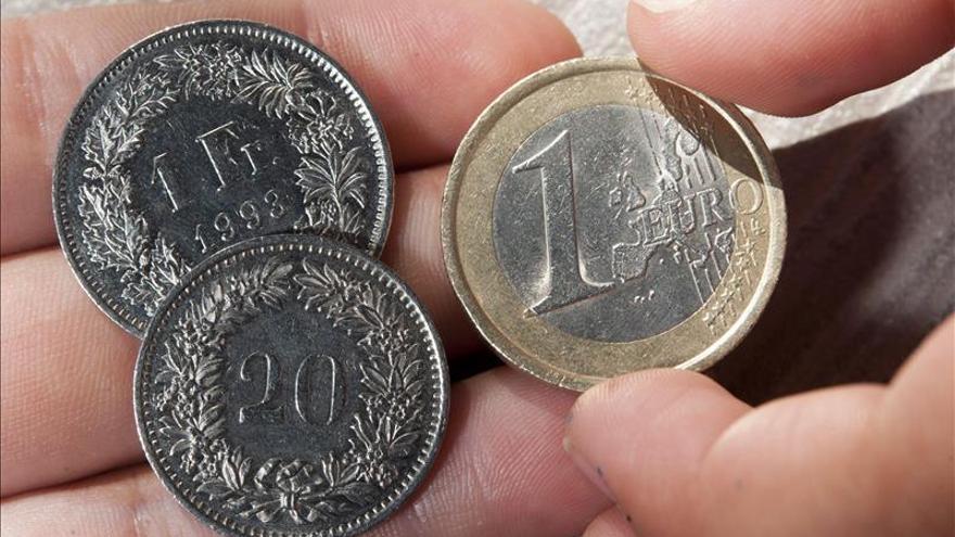 El euro sube hasta los 1,1418 dólares