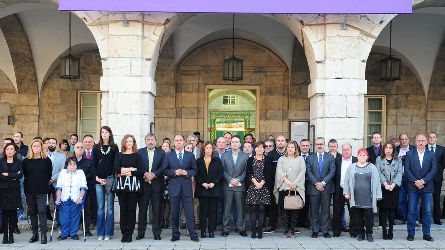 El Parlamento de Cantabria guarda un minuto de silencio en solidaridad con el pueblo francés.