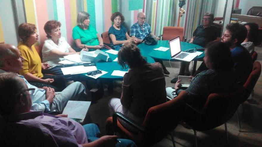 Reunión de los integrantes del proyecto de 'cohausing'