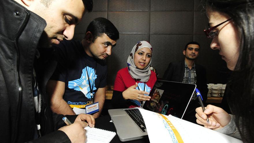 PeaceTech Lab crea programas de radio locales que usan Facebook para implicar a los oyentes