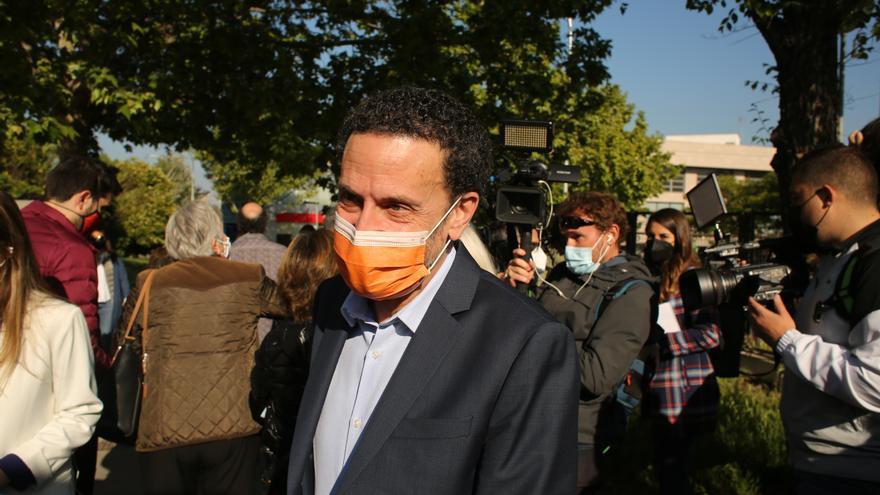 El candidato de Ciudadanos a la Presidencia de la Comunidad de Madrid, Edmundo Bal, tras ejercer su derecho a voto en el Centro cultural Alfredo Krauss, a 4 de mayo de 2021.
