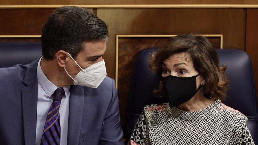 Pedro Sánchez y Carmen Calvo en la sesión de control del miércoles.