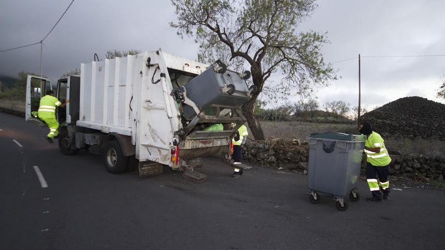 En la imagen, recogida de residuos en El Paso.