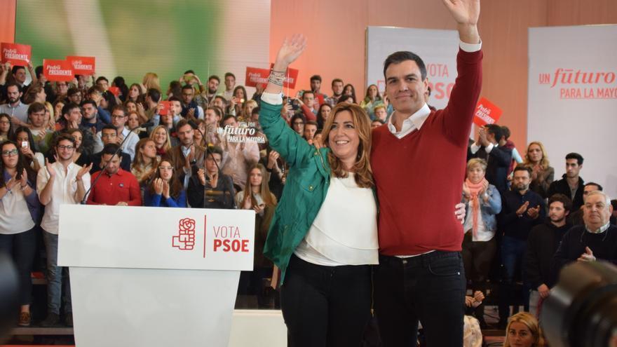 Susana Díaz con Pedro Sánchez en un acto en 2015