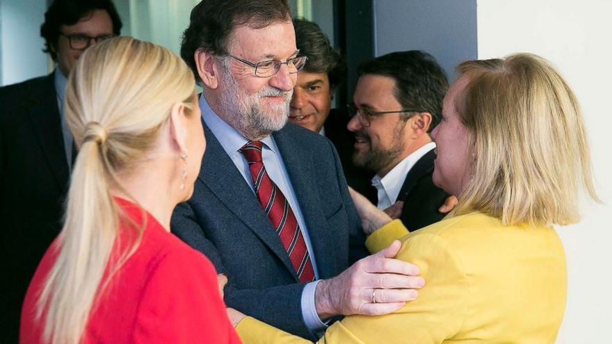 Mariano Rajoy, junto a Mercedes Fernández, Cristina Cifuentes y Asier Antona.