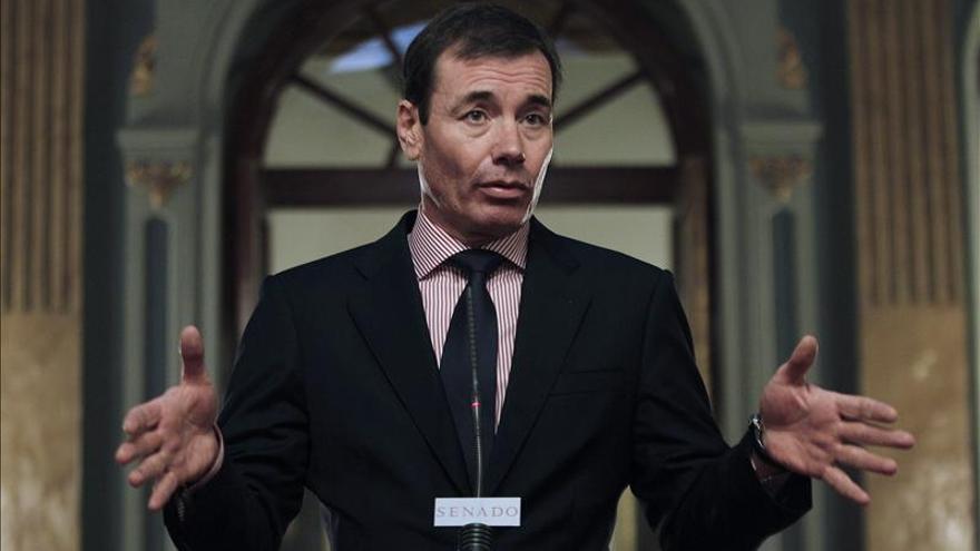 El PSOE pide que Botella se vaya por el espectáculo dado al mundo por la huelga