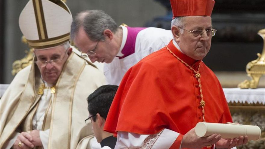 """El papa pide a los cardenales que eviten que los cristianos sean """"una casta"""""""
