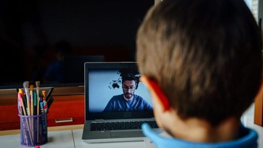 Educación virtual. Si Sarmiento viviera, cerraría las escuelas, pero también las brechas digitales