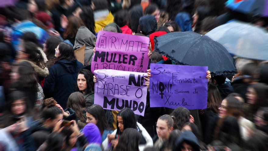 Manifestación feminista durante el 8M en Santiago de Compostela