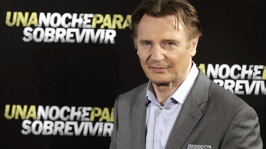 El actor Liam Neeson visita a refugiados sirios en Jordania
