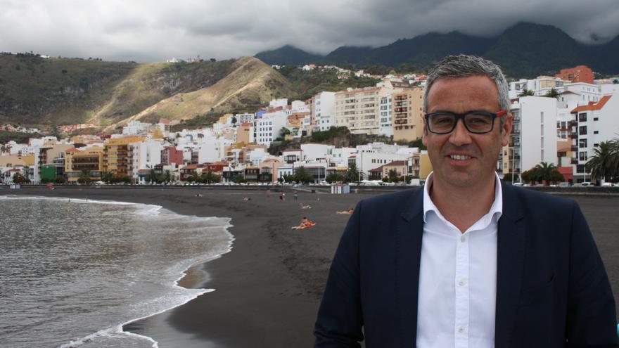Sergio Matos en la playa de Santa Cruz de La Palma.