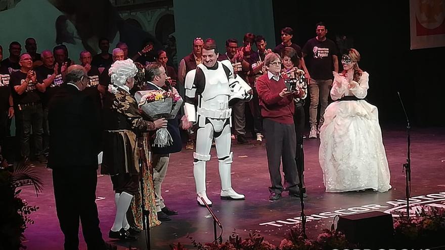 José María Bellido, disfrazado en la final del Concurso de Agrupaciones Carnavalescas | ALEJANDRA LUQUE