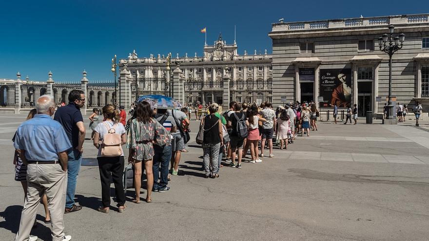 Colas frente al Palacio Real en Madrid