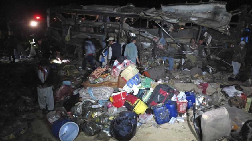 Mueren 22 personas en un atentado suicida contra chiíes en Pakistán