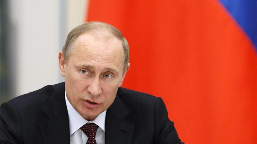 Putin prohíbe a los miembros del Gobierno ruso tener cuentas en el exterior