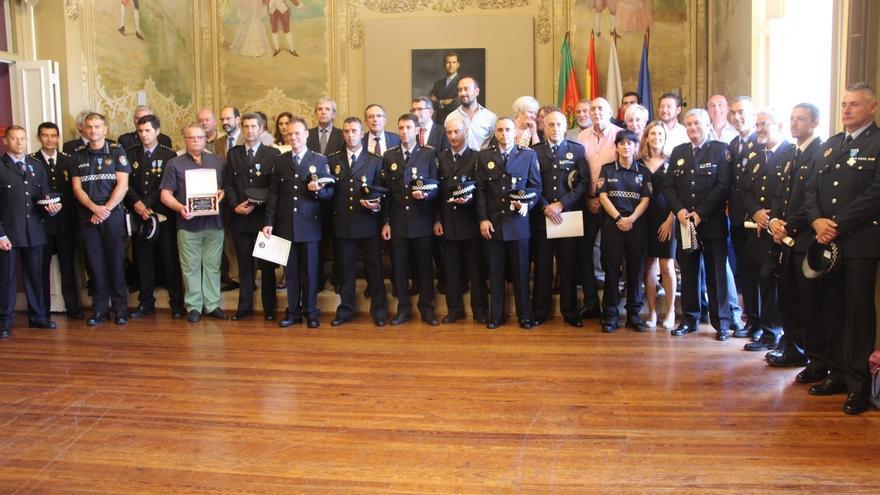 Distinguidos 21 agentes y el Servicio Municipal de Movilidad en la festividad de la Policía Local