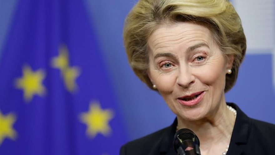 """La presidenta de la Comisión Europea, Ursula von der Leyen, celebró este viernes el acuerdo para restaurar el Gobierno de poder compartido en la provincia británica de Irlanda del Norte, después de tres años de parálisis, que consideró un paso """"extremadamente positivo""""."""
