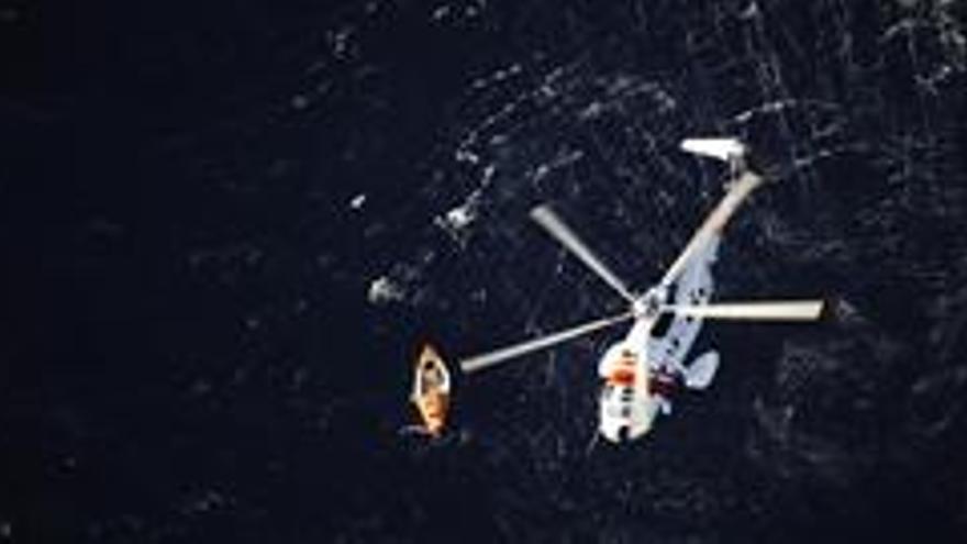 Imagen del rescate al 'Pacific Blue'.