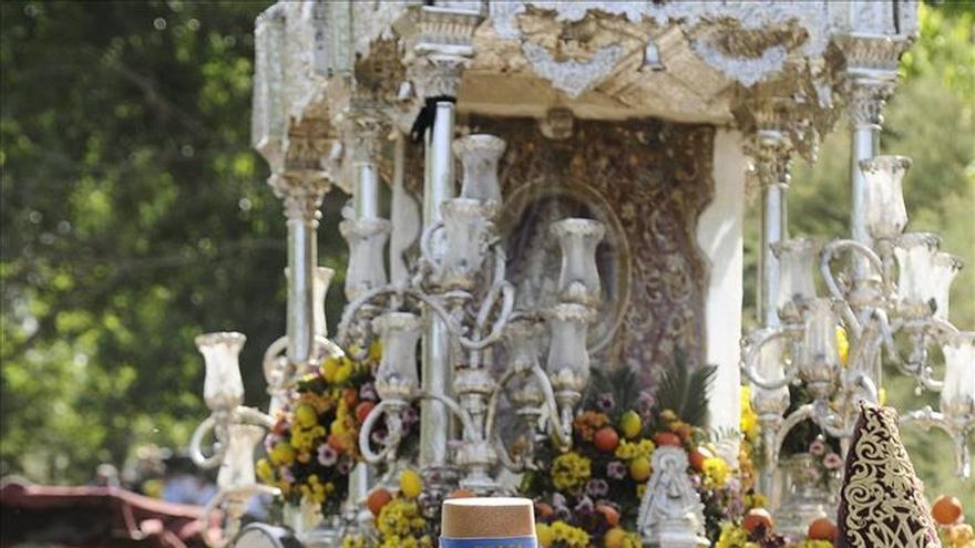 Almonte prohíbe en El Rocío cantes e instrumentos que no sean tradicionales