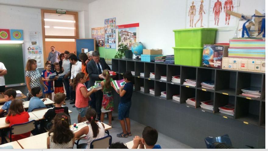 El president de la Generalitat, Ximo Puig, visita el CEIP José Soto Micó en el inicio del curso escolar