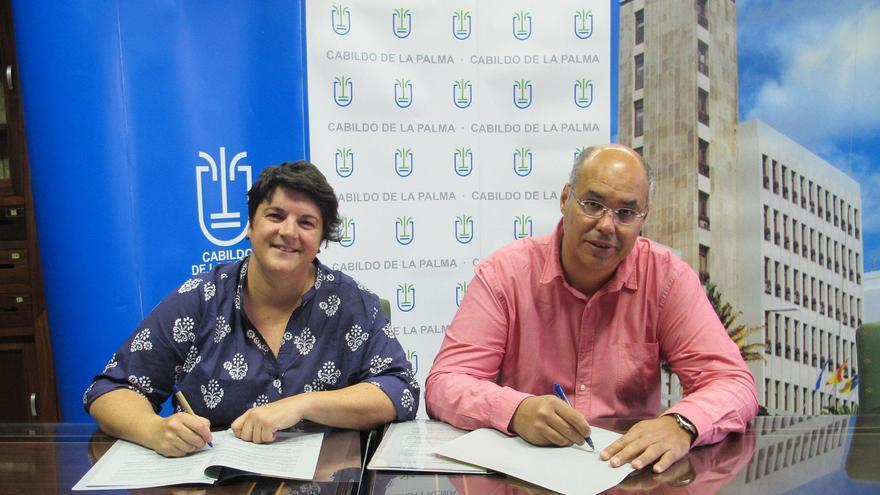 Ascensión Rodríguez, consejera de Deportes del Cabildo de La Palma, y Nicolás Hernández, presidente de la Federación Insular de Baloncesto.