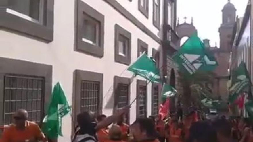 Protesta de los trabajadores de Sagulpa frente a las Casas Consistoriales.